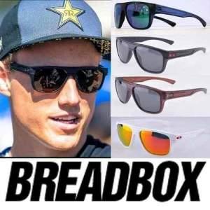 [Centauro] Óculos de Sol Oakley Breadbox OO9199 - Unissex - R$170