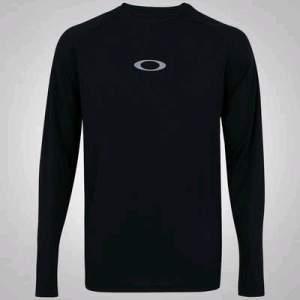 [Centauro] Camiseta Manga Longa Oakley Accomplish - Masculina - R$60