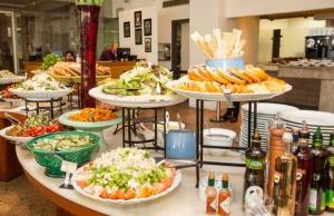[SP] Masp Restaurante: Almoço com Buffet Livre e até Sobremesas. Muitas delícias! por R$ 20