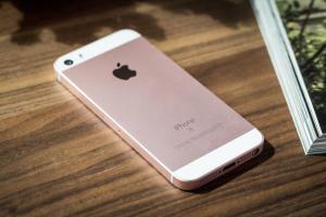 iPhone SE Apple 32GB [Á VISTA | FAST SHOP] - R$ 1494