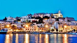 Voos: Ibiza, a partir de R$1.968, ida e volta, com taxas incluídas. Saídas de Salvador!