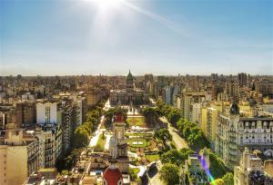 Voos para Buenos Aires, ida e volta, com taxas incluídas, a partir de R$586