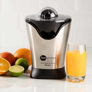 [1ª Compra] Espremedor de Frutas Master Preto Fun Kitchen 127V - R$25