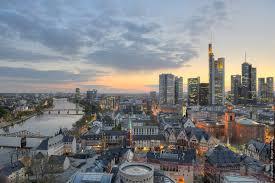 Voos para Frankfurt, saindo do Rio de Janeiro. Ida e volta com taxas incluídas, a partir de R$1855