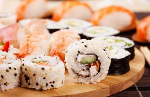 [Campinas] Yazu Sushi: Rodízio de Comida Japonesa, Almoço ou Jantar com opção de Petit Gateau - R$37