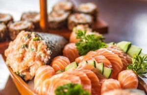 [Campinas] Degust Sushi: Rodízio de Comida Japonesa no Almoço ou Jantar e opção com Sashimi para até 2 Pessoas - R$40
