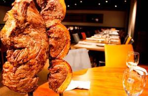 [Peixe Urbano - RJ] Churrascaria Tourão: Rodízio de Carne com Buffet Liberado - R$60