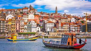 Voos para Casablanca e Porto, na mesma viagem, saindo de São Paulo. Todos os trechos, com taxas incluídas, a partir de R$1.994
