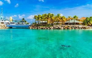 Curacao e Miami, na mesma viagem, saindo de São Paulo. Todos os trechos, com taxas incluídas, a partir de R$2.554