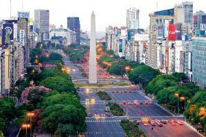 Montevideo e Buenos Aires, na mesma viagem, saindo do Rio de Janeiro. Todos os trechos, com taxas incluídas, a partir de R$1.078