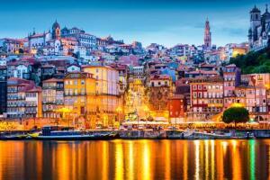 Voos para Porto, saindo de Salvador. Ida e volta, com taxas incluídas, a partir de R$1.939