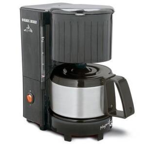 Cafeteira Black + Decker 12 Cafés, Jarra Inox, 600W, 220V - CM12-B2 - R$89