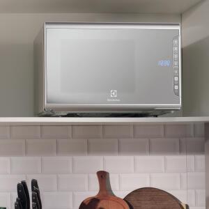 Micro-Ondas cor Prata com Painel Integrado 31L Electrolux