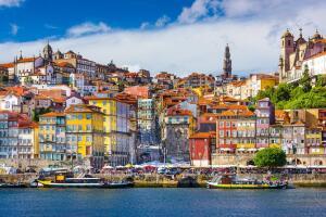 Porto e Paris, saindo de Maceió, a partir de R$1.834