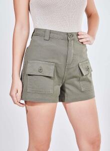 Shorts em sarja com bolsos | R$50