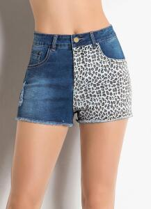 Janine - Short Jeans Azul com Estampa de Onça   R$20